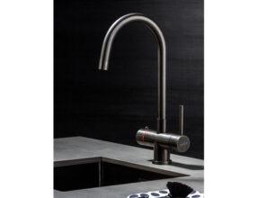 Selsiuz-kokend-water-kraan-Titanium-Combi-extra-boiler-Rond-Gun-Metal-sfeerfoto